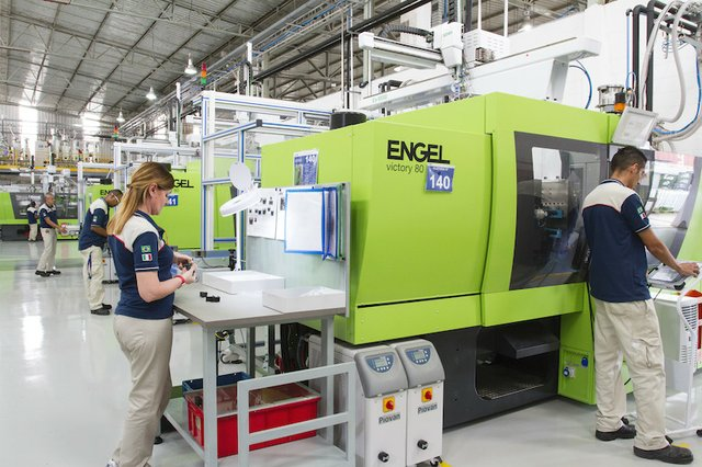 ENGEL supplies 100th injection moulding machine to MTA, Italy