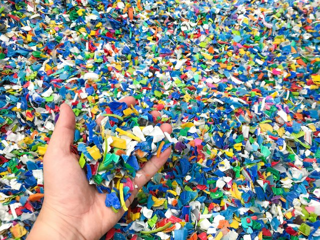 Inject direct: ENGEL processes waste as flakes