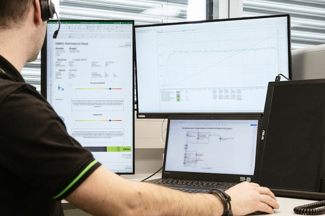 ENGEL's performance.boost analytics combines data expertise with injection moulding know-how