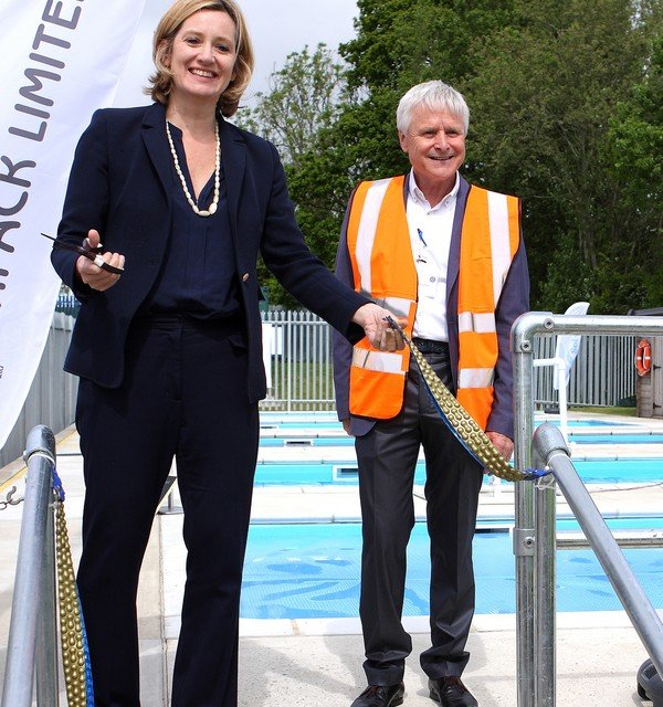 PLASTIPACK Amber Rudd and Peter Adlington 2016 139 med.jpg