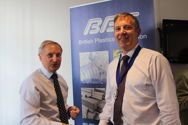 David Hall hands over to Bruce Margetts v1.jpg