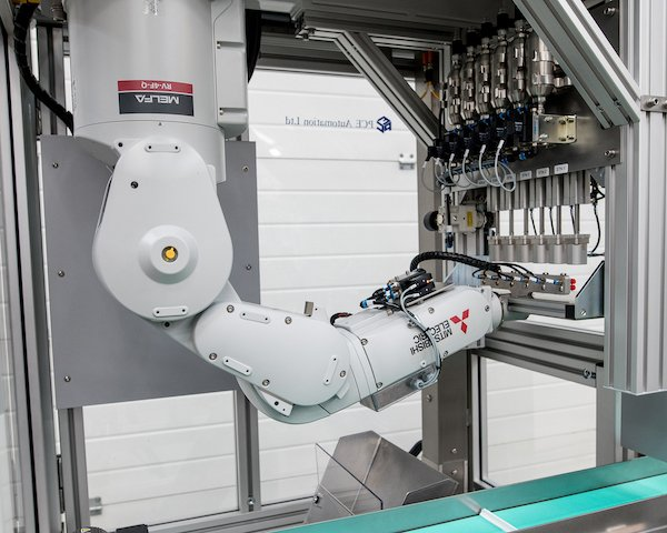 Robots take their pick in plastic moulding application - British