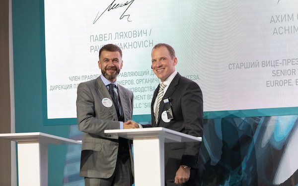 Mr. Achim Sties, Senior Vice President, Performance Chemicals Europe, BASF SE (right) and Mr. Pavel Lyakhovich, member of the Management Board and Managing Director, OOO SIBUR, at the signing ceremony sealing the strong commitment from both compan...