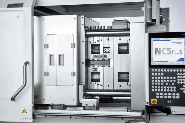 Image 3_ The GMP-compliant layout of the mould area protects against dust particles and ensures contamination-free production.jpg
