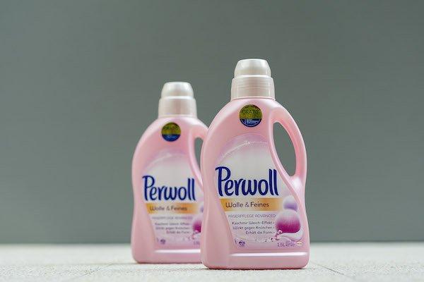 perwoll-chemisches-recycling-2-flaschen.jpg